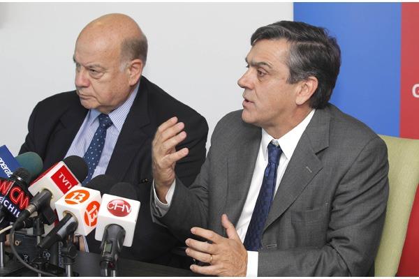Ministro Longueira recibe la visita del Secretario General de la OEA