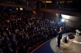 """El Ministro de Economía, Fomento y Turismo, Luis Felipe Céspedes, encabeza el acto inaugural """"Singularity Chile Summit 2016"""", que reune expertos mundiales en innovación."""