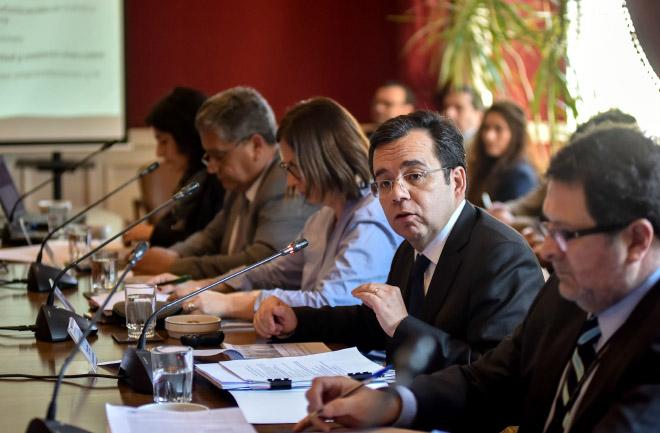 El Ministro de Economía, Fomento y Turismo, Luis Felipe Céspedes, asiste a la Primera Subcomisión Especial Mixta de Presupuestos de la Cámara de Diputados, para analizar los detalles del presupuesto de la cartera para el año 2017.