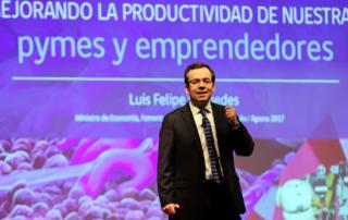 """El Ministro de Economía, Fomento y Turismo, Luis Felipe Céspedes, expone sobre la productividad y las Pymes en el X Encuentro de Fomento y Servicios para la Micro, Pequeña Empresa y emprendedores"""", Salón Pyme 2017."""