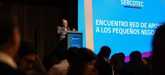 El Ministro de Economía, Fomento y Turismo, Jorge Rodríguez, junto al gerente general de Sercotec, Bernardo Troncoso, encabezan el encuentro de la red de apoyo al fomento productivo.