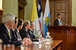 El ministro de Economía, Fomento y Turismo, José Ramón Valente, participa en la ceremonia anual de lanzamiento de los Concursos de Investigación, Desarrollo e Innovación (I+D+i ) 2018 de la Fundación Copec-UC.