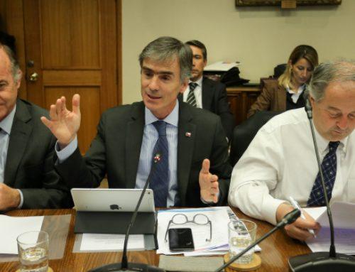 Ministros José Ramón Valente, Antonio Walker y Nicolás Monckeberg, exponen en comisión de Agricultura soluciones para trabajadores despedidos de la planta de Iansa