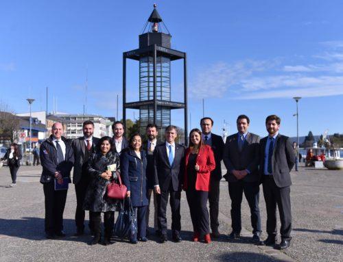 Ministro Valente sostiene un encuentro en Valdivia con los servicios dependientes de la zona