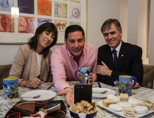 Presentador Francisco Saavedra transmitió streaming junto a Ministro Valente y Subsecretaria Zalaquett