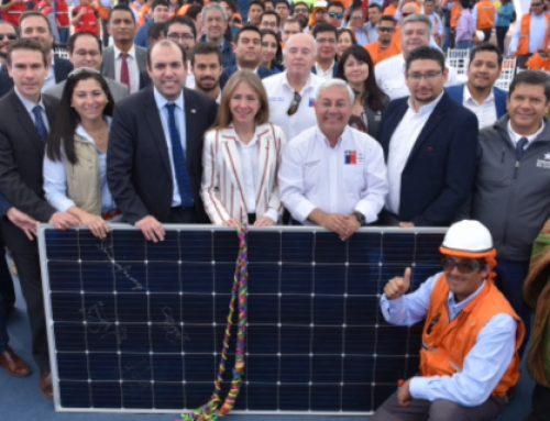Subsecretario Guerrero y ministra Jiménez encabezan instalación de primeros paneles de Granja Solar
