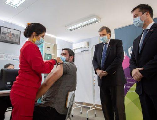 Ministros de Economía y Trabajo realizan positivo balance de proceso de vacunación de trabajadores
